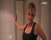 Schnuggie wird auf Toilette gefickt