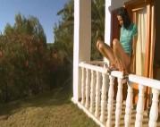 Teen pisst vom Balkon