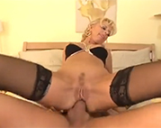 Blonde Mutter arschgefickt