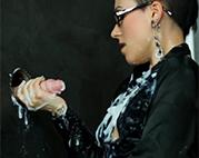 Brillenschlange bekommt Spermadusche