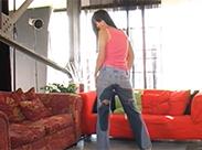 Eingepisst in Jeans