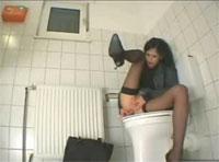 HiddenCam heimlich gefilmt Masturbation auf Toilette
