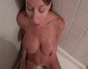 In der Dusche angepinkelt