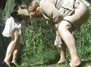Spanner filmt Omis beim Pissen
