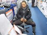 Schlampe pisst im Supermarkt