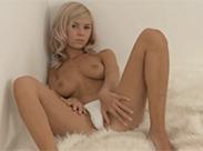Sexy Teenie Girl masturbiert